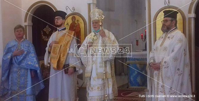 Monsignor Donato Oliverio durante la liturgia