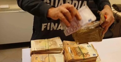 False fatture per evadere il fisco: arresti e sequestri tra Torino e Lamezia