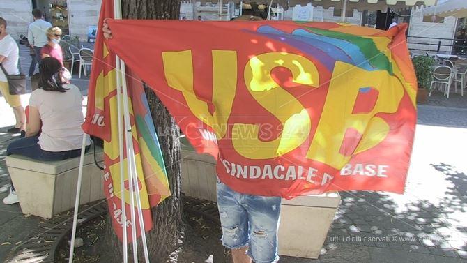 Cosenza, protesta davanti la Prefettura organizzata dal sindacato USB