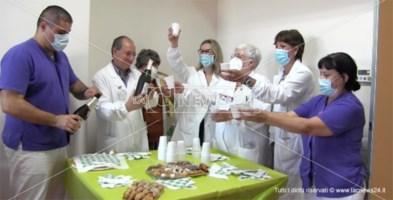 Un momento del brindisi nel reparto di psichiatria dell'ospedale Pugliese-Ciaccio di Catanzaro