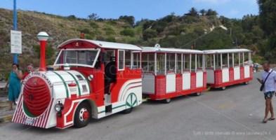 Ricadi, il Comune blocca il trenino dei turisti pagato dagli hotel: «Intralcia»