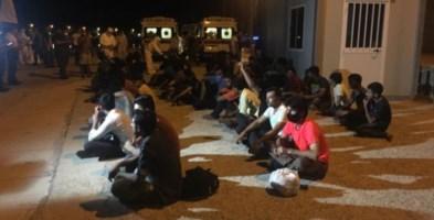 Immagini di uno sbarco di migranti in Calabria