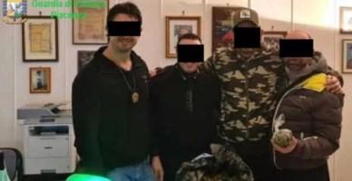 Alcuni dei carabinieri indagati con la droga in caserma