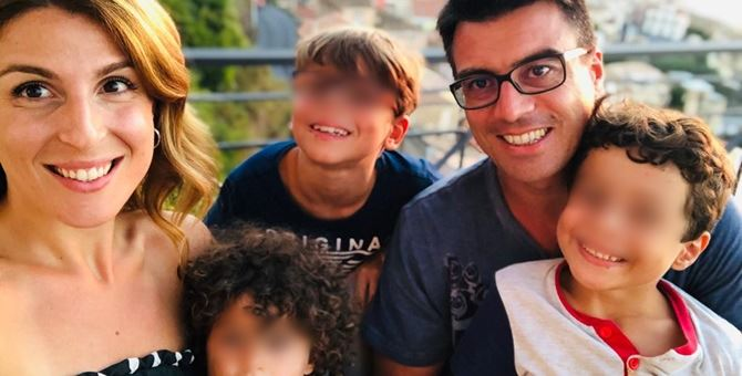Gianluca Callipo con la moglie e i figli
