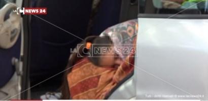 Bimba di San Pietro Lametino dorme in auto