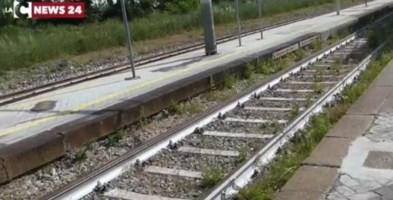 Incidente ferroviarioInvestita da un treno mentre attraversa i binari: morta una donna nel Cosentino