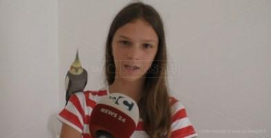 Un pappagallo per amico, la storia a lieto fine di Monè e Simona