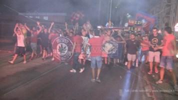 I tifosi del Cosenza in marcia verso lo stadio