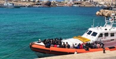 Sbarco a Lampedusa (foto AdnKronos)
