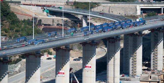 Il nuovo ponte nel giorno del collaudo - foto Ansa