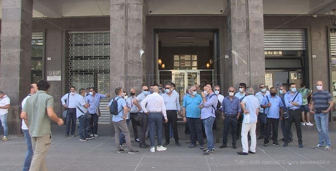 Sit-in dei dipendenti Amaco al Comune di Cosenza