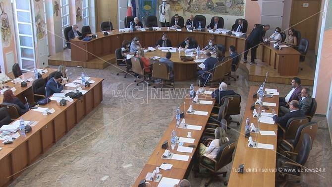 La riunione del Consiglio comunale di Cosenza per l'approvazione del bilancio stabilmente riequilibrato