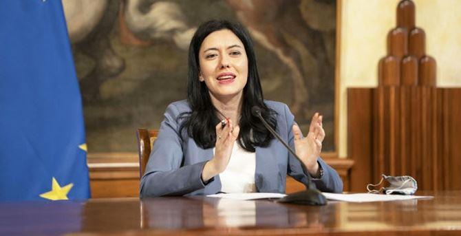 Il ministro Azzolina (foto ansa)