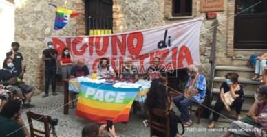 Riace, il popolo di Lucano torna in piazza per i migranti: «Giornata di digiuno e riflessione»
