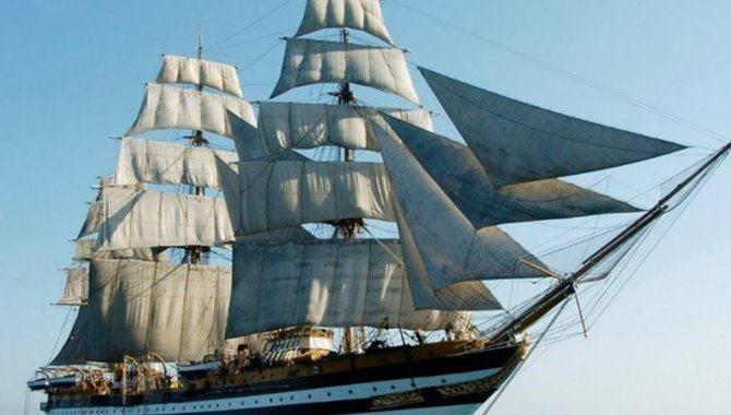 La nave scuola della Marina militare italiana Amerigo Vespucci