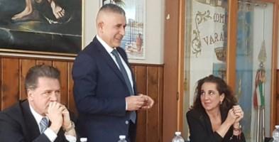 Orlando Fazzolari ad un incontro elettorale con Alessandro Nicolò e Wanda Ferro