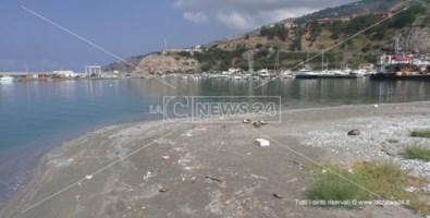 La sabbia all'interno del porto di Cetraro