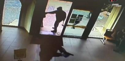 Rapinarono le poste a Lamezia armati di mazze e pistola giocattolo: tre arresti