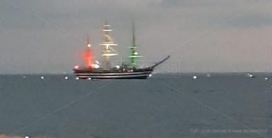 La nave Amerigo Vespucci a Falerna