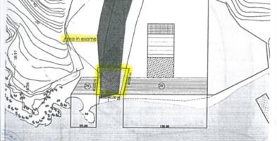 San Nicola Arcella, ombrelloni e sdraio nell'alveo del torrente: la denuncia di Italia Nostra