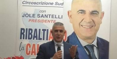 «Giornalisti di m…», Fazzolari ora odia la stampa ma conserva l'incarico in Rai