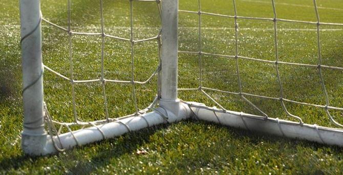 Particolare di una porta di calcio - foto pixabay