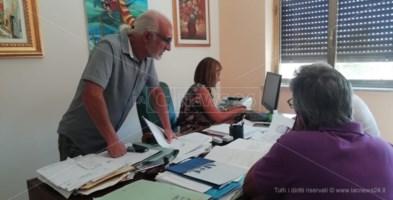 L'ufficio del segretario comunale di Soverato durante la presentazione delle liste