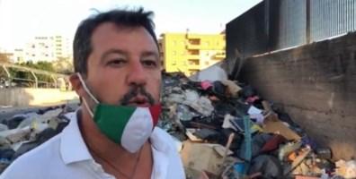 Salvini durante la visita al quartiere Ciccarello di Reggio Calabria