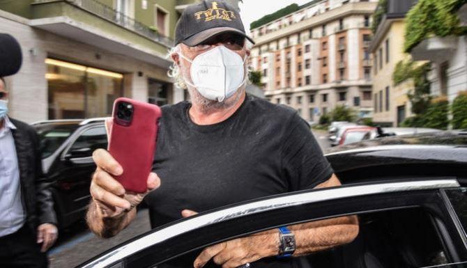 Flavio Briatore uscito dall'ospedale, foto ansa