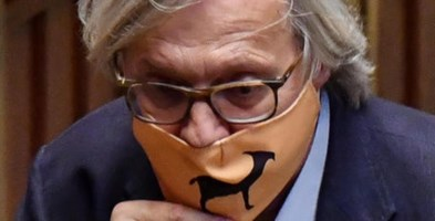 Vittorio Sgarbi in mascherina- foto Ansa