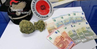 In auto con 100 grammi di marijuana, arrestato 23enne nel Vibonese