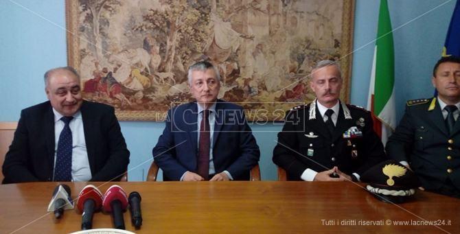 A sinistra Carmelo Zappia nel corso di una conferenza stampa
