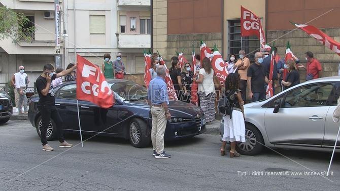 Sit-in della Cgil davanti la sede dell'Atp di Cosenza