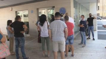 Uno dei sit-in organizzati dagli aspiranti Oss davanti la sede dell'Azienda Ospedaliera