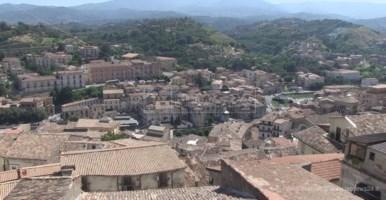Cosenza, giornalista aggredito in pieno centro: indaga la Polizia