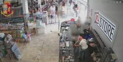 Reggio Calabria, rapina a mano armata in un negozio: arrestato 47enne