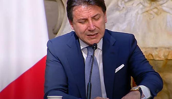 Il premier Conte in conferenza stampa
