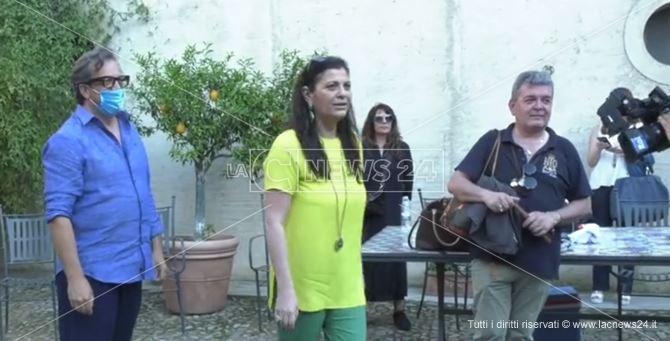 Il regista Muccino insieme alla governatrice Santelli e Spirlì