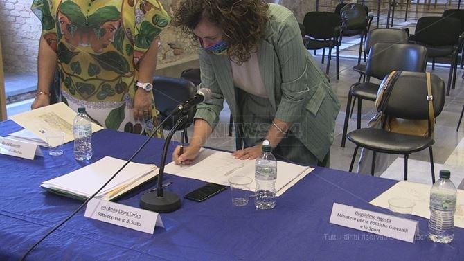 La firma apposta in calce al Cis dal sottosegretario Anna Laura Orrico