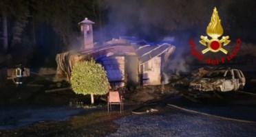 Incendio in un deposito di Calabria verde nel Catanzarese, distrutte anche due auto