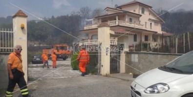 Una delle abitazioni lambite dalle fiamme a Scalea