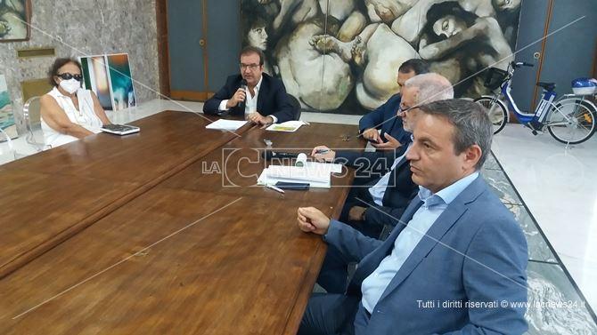 La conferenza stampa dell'amministrazione comunale di Cosenza sulla riapertura delle scuole