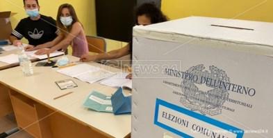 Un seggio elettorale calabrese