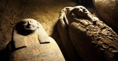 I sarcofagi rinvenuti, foto ansa