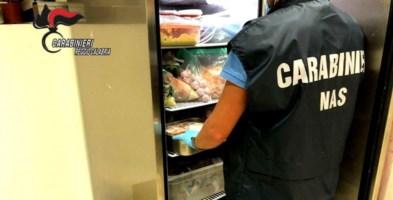 Reggio Calabria, cibo congelato e mal conservato in un ristorante: deferita proprietaria