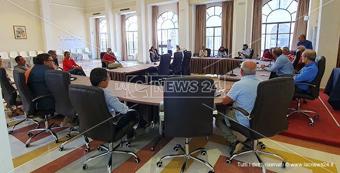 La riunione un comune tra i dirigenti e l'amministrazione