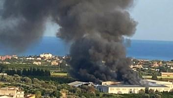 L'incendio a Siderno
