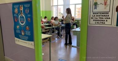"""Ragazzi in classe al liceo classico """"Galluppi"""""""