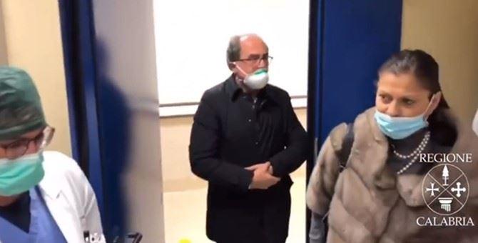 Jole Santelli in visita al reparto di terapia intensiva del Mater Domini di Catanzaro nel marzo scorso