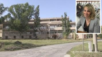 La sede Asp di Serra Spiga a Cosenza e, nel riquadro, il dirigente medico Rossella Zucco